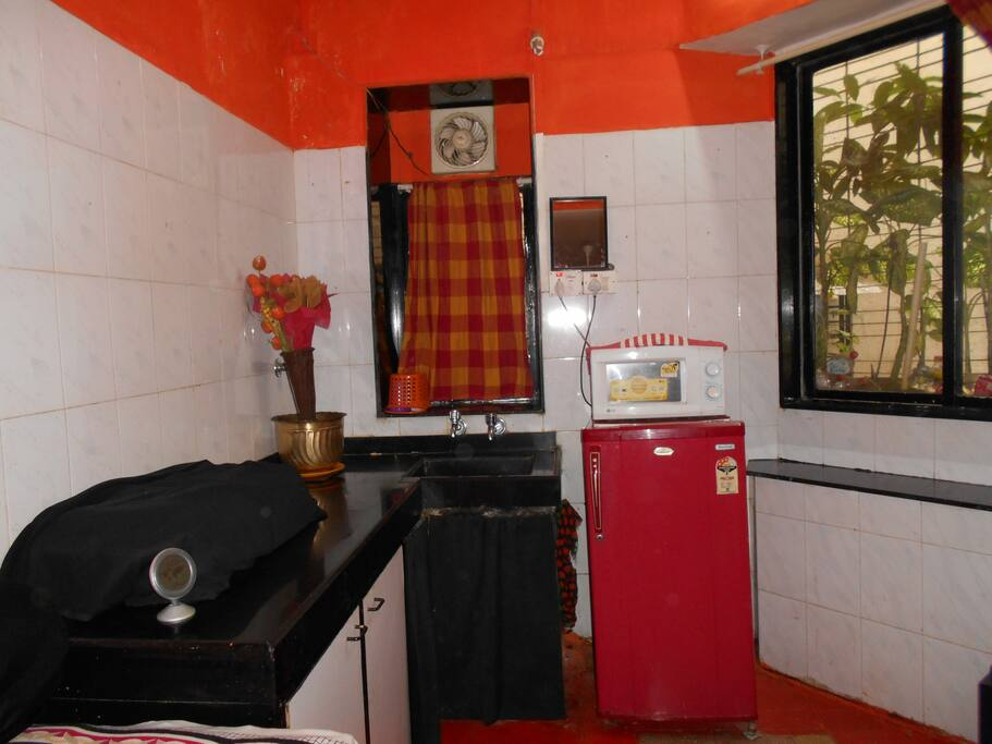 COMPLETE KITCHEN WITH FRIDGE AND MICRO