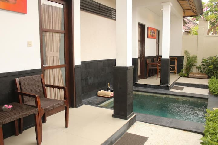 2 BR private pool villa; Beach front+free Brkfast