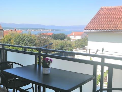 Bel appartement avec vue sur la mer (L'île de Krk)