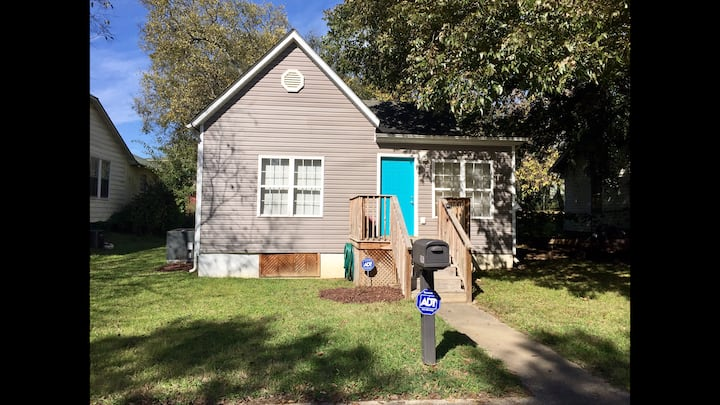 Cozy Historic 2/1 Cottage in Knoxville