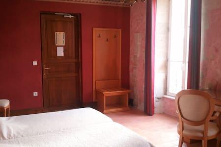 Chambre d'hôtel en RDC lits jumeaux équipée PMR - Dompierre-sur-Charente - Bed & Breakfast