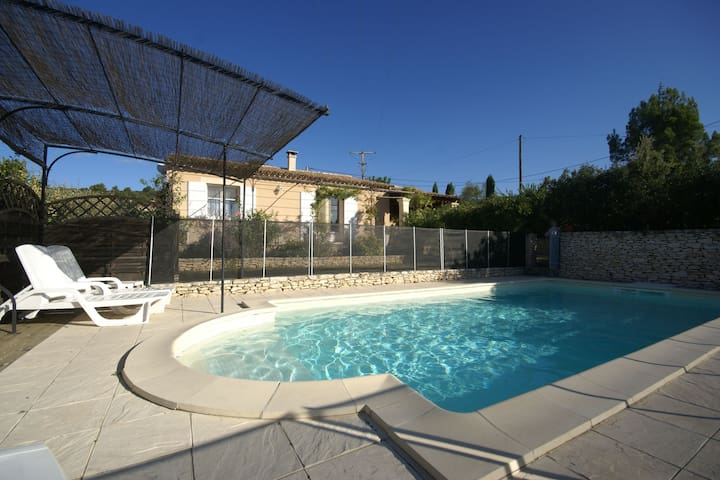 Nice holiday home with enclosed garden and private pool, close to the Luberon.