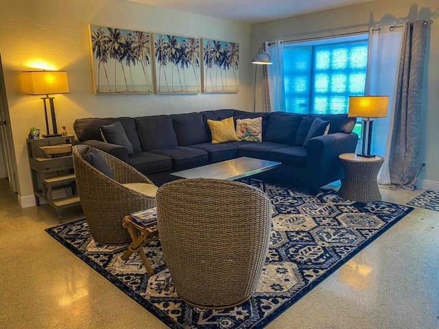 Comfortable bright living room with TV. We have a smartTV so you can log into your Netflix, Amazon, etc accounts but there is basic cable as well so you can watch live TV.