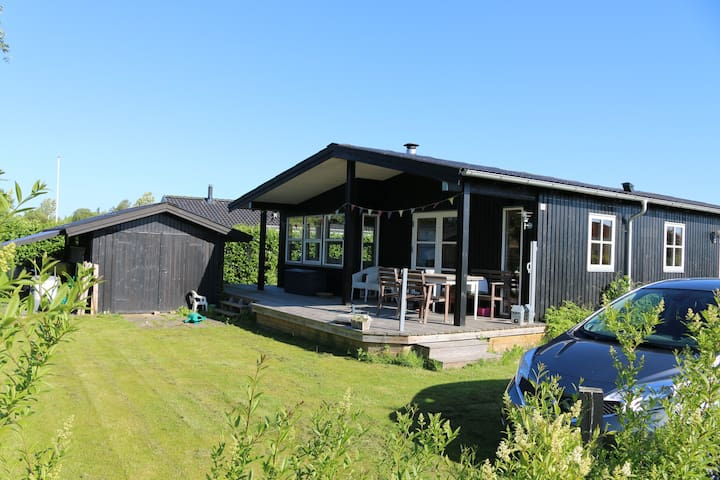 2br summer house 2 mins sandy beach - Juelsminde - Ev