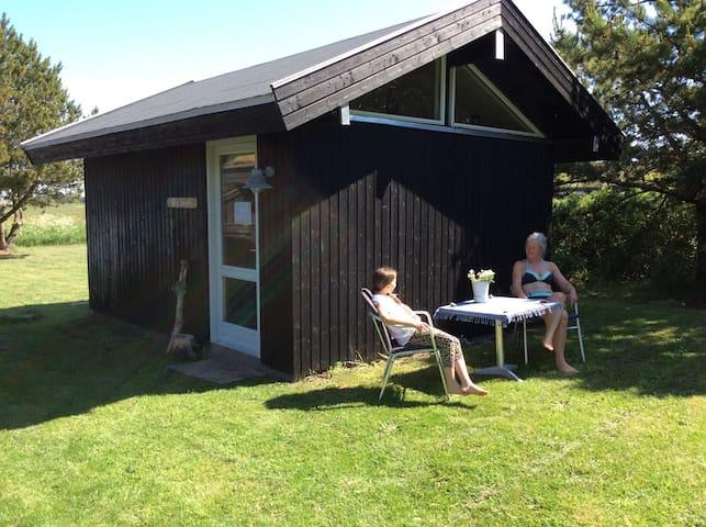 Dejlig hytte tæt på havet - Løkken