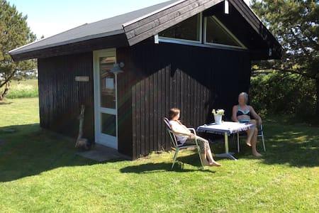 Dejlig hytte tæt på havet - Zomerhuis/Cottage