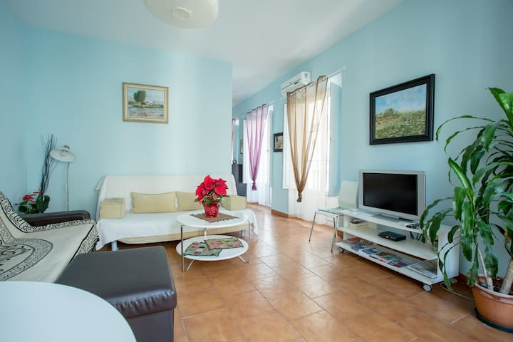 LOVELY HOME 1 MINUTE CATEDRAL/Parking-Optional