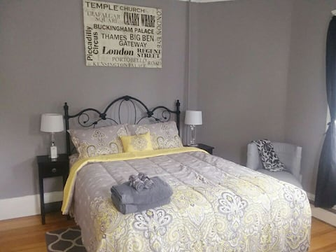 Comfy Room with affordable price. No cleaning fee