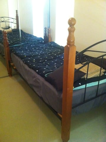 Spacious & tidy Room in West gosford - West Gosford - Apartment