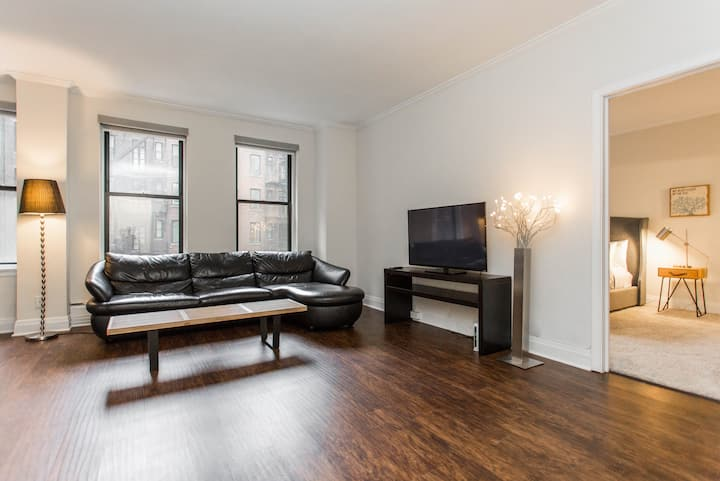 NEWLY RENOVATED CLEAN BY TRAIN AND SHOPPING