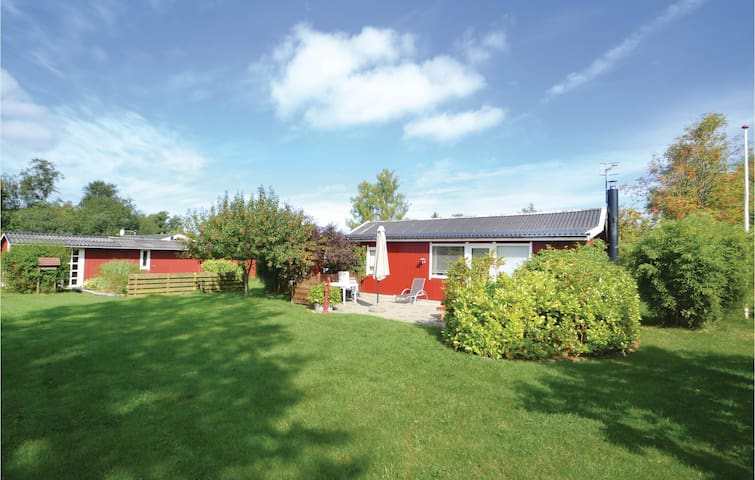 Holiday cottage with 4 bedrooms on 108 m² in Grenaa