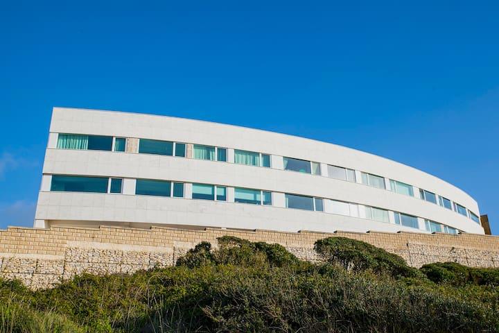 S. Martinho - Beach apartment with a view