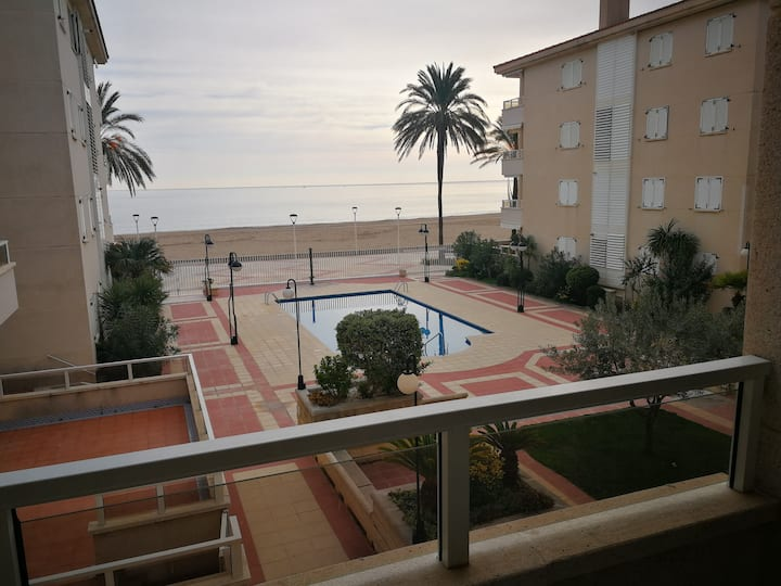 Superb oceanfront 3-Bed Apartment w/ pool