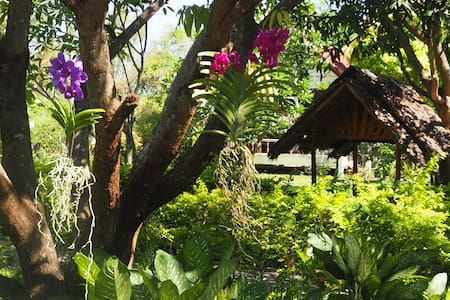 Thai Bamboo Bungalow Nr 2 with 2 Single beds - Cha-am