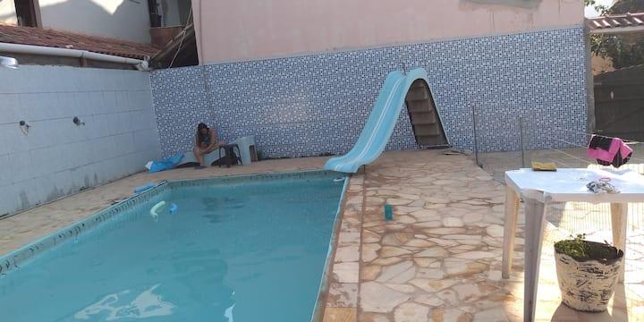 Casa com picina 3min da praia. 3 quarto Itaipuaçu