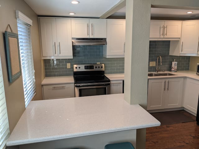 Stunning 1 Bedroom apartment with private patio