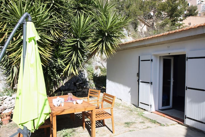 Lovely cottage 5 minutes walk from the beach