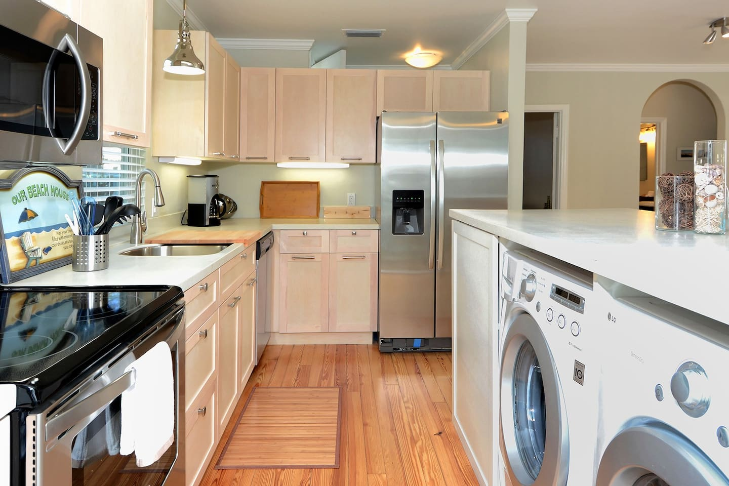 kitchen equipped with washer/dryer/dishwasher
