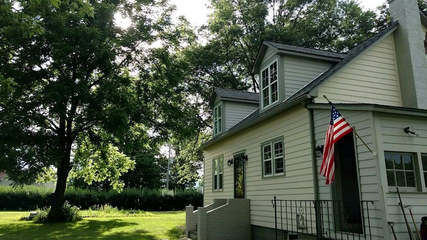 Pet Friendly (!!) Hudson Valley Cottage Farmstay