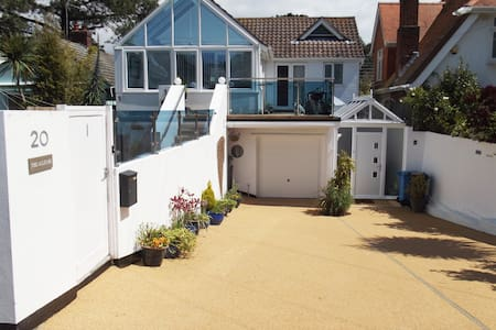 MODERN apart, Sandbanks, dog friendly, own garden