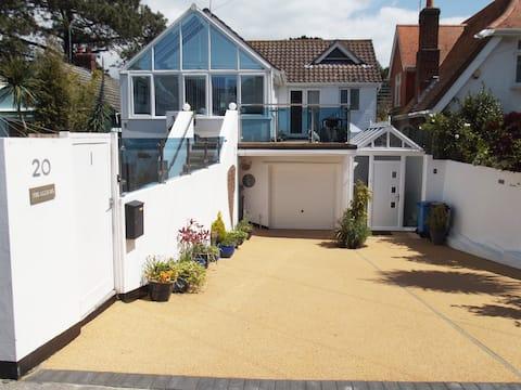 MODERN apart, Sandbanks, dog friendly, own garden