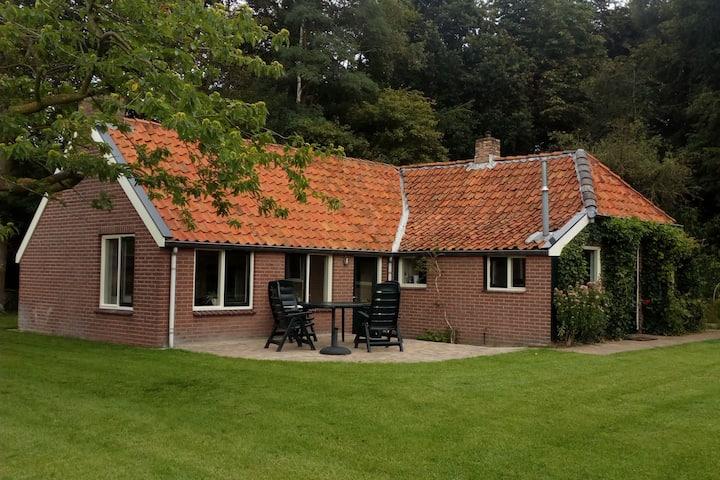 Casa vacanze d'epoca a Donkerbroek con giardino privato