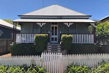 Kent St Cottage - right in the heart of East Twba!