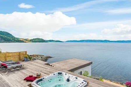 Amazing oceanfront Villa -Jacuzzi- Garage - 2 bath