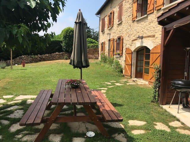 Chambre Django, cosy avec grand jardin et piscine