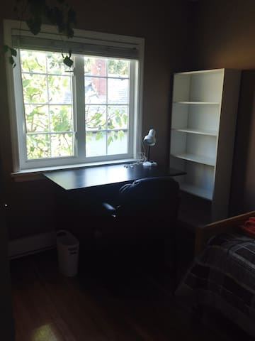 Cute single room close to downtown 1