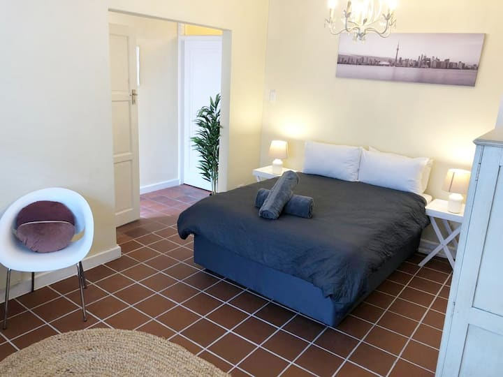 In The Heart Of Claremont, 1Bd, 1Pk!