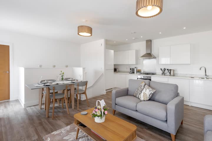 Bath Mews - Newly built and furnished - Parking