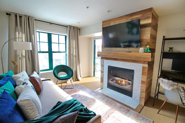 NEW! Luxe Ski-In Ski-Out Condo 1 hr from NYC