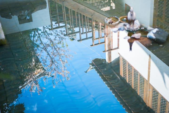 丽江/束河古镇中心/Shangri-大床套房/最爱床头那面土墙/拍照超有韵味/连住优惠/三天免费接机