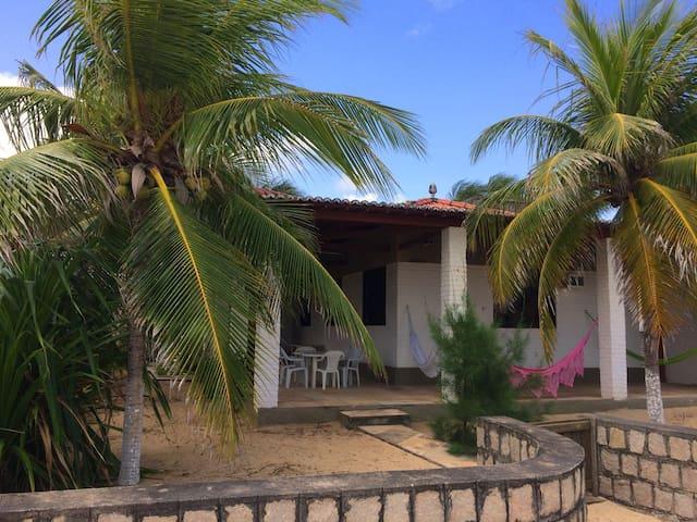 Bela casa na beira da praia de Genipabú/RN