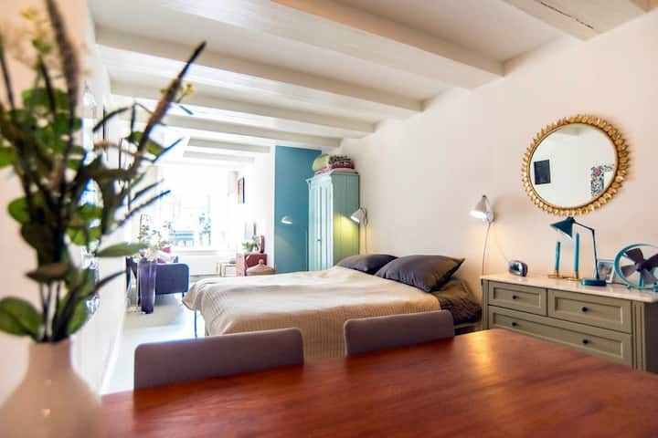 Romantic private studio | Canal, Centre, 9 streets