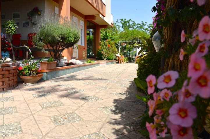B&B Villa 5 min from Temples 100 meters from sea