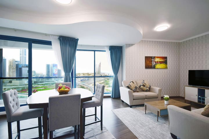 Stunning 2BR Duplex With Parking In JLT - Dubai