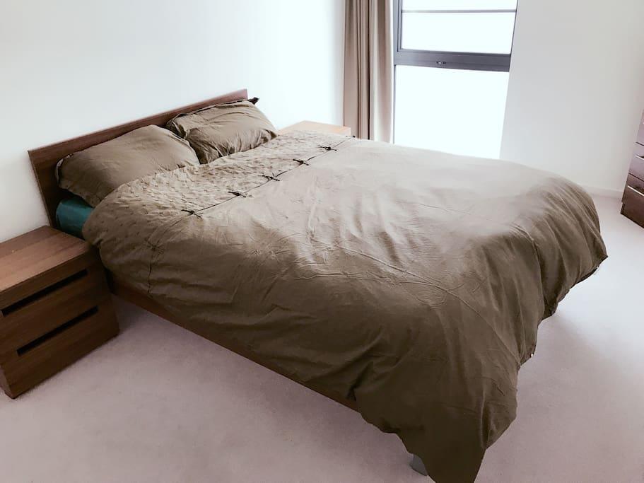 Queen size bed & big wardrobe