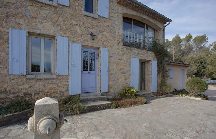 Small apartement with 2 rooms - Cotignac - Bed & Breakfast