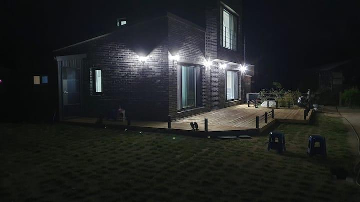 달빛하우스 바베큐.도심속 조용한 작은마을 바베큐시설  월영교 원도심 차량4~8분