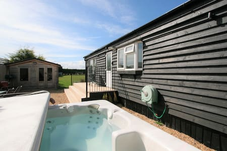 Countryside Lodge with Hot Tub!