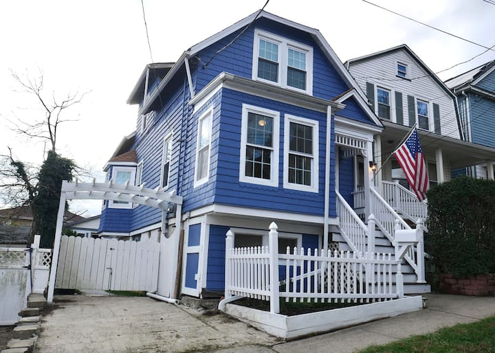 The Cozy Blue House - Charming Home Near SI Ferry