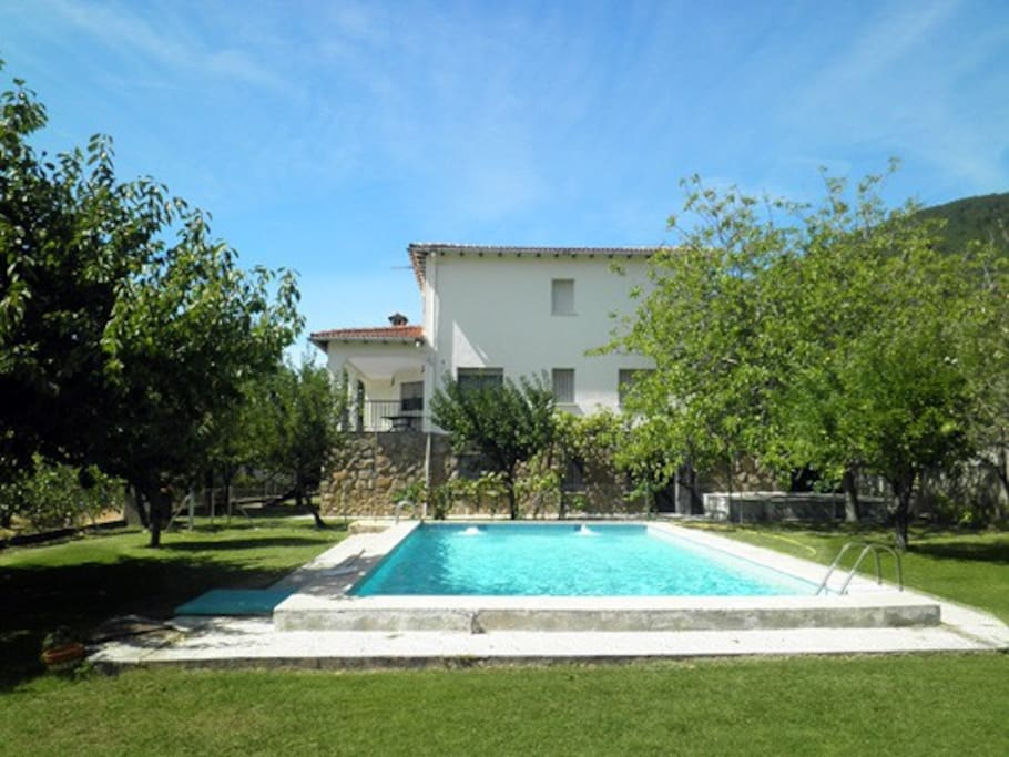 El vaho amatalasvi as cottages for rent in piedralaves for Piscinas naturales piedralaves