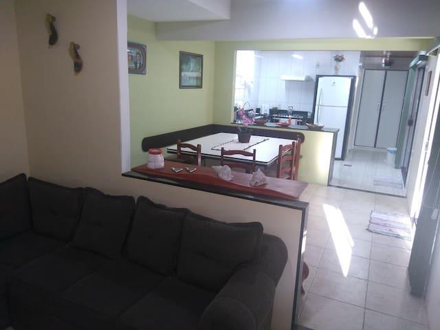 Casa completa na praia de Bombas - Bombinhas - Ev