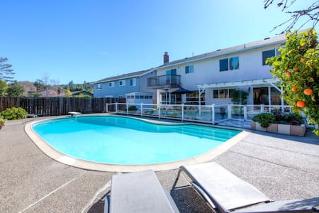 Sunny - Family Friendly Vacation Rental with Pool