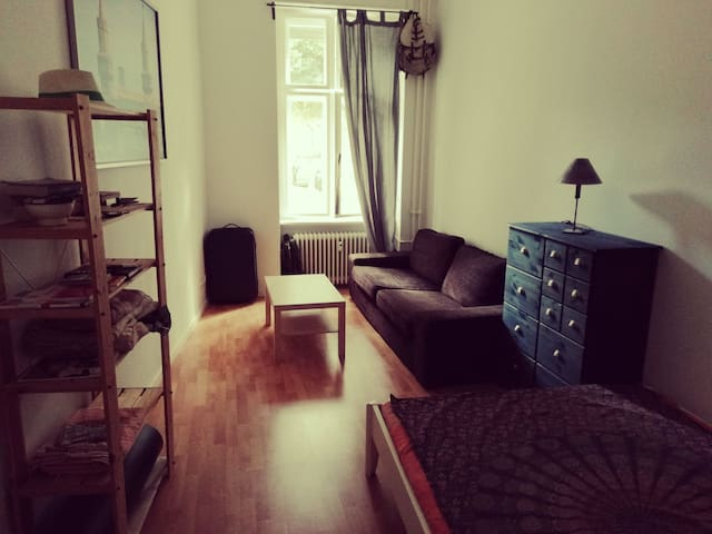 Bright and Cozy room at beautiful Tempelhof