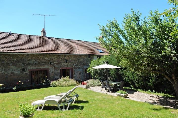 Acogedora casa de vacaciones en Borgoña, Francia con terraza