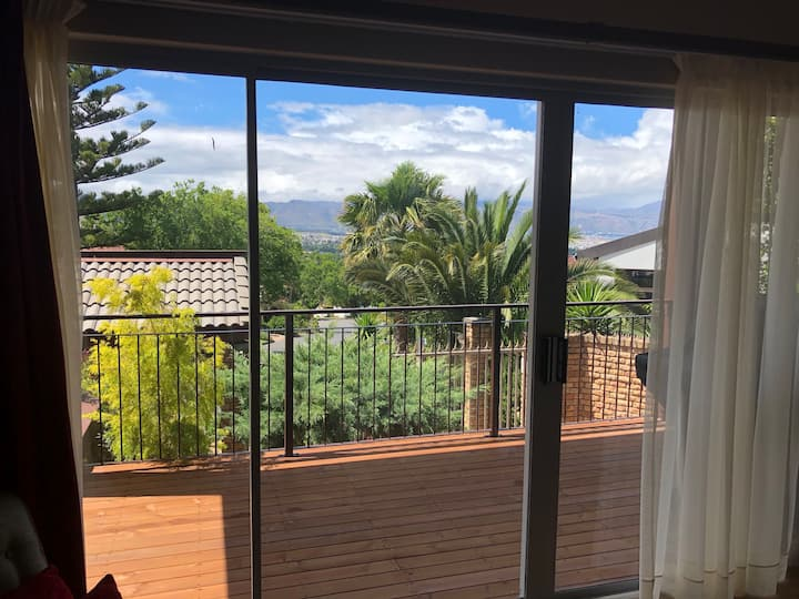 Tranquil Somerset West home with great views