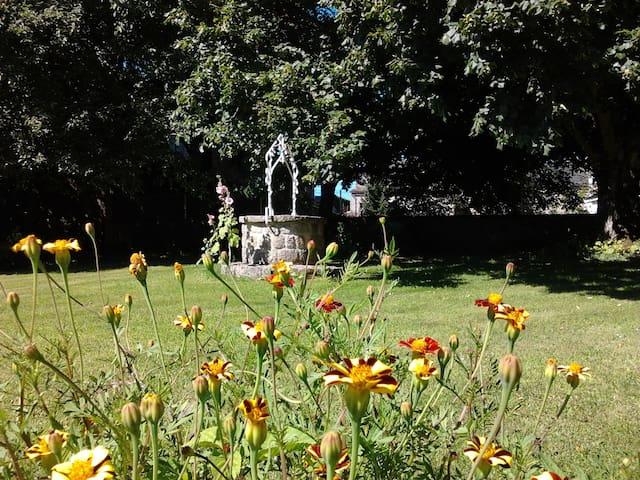 Plain pied, prairie, au coeur d'un village Aveyron